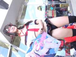 パンツ丸見えミニスカ衣装でむちむち太ももがセクシーな美少女コスプレイヤーの画像