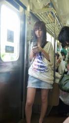 【DEAL】ガラケーお姉さんのパンツを逆さ撮りの画像
