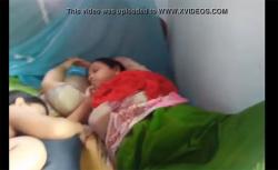 【民家盗撮動画】寝ている嫁のスカートをこっそりまくってマンコを隠し撮りの画像