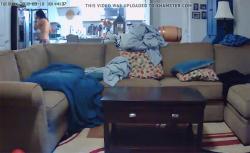 【民家盗撮動画】パンツ一丁でキッチンをうろつく風呂上りっぽい女の子の画像