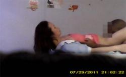 【中国マッサージ盗撮動画】クンニされて嬉しそうなマッサージ嬢の画像