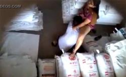 【民家盗撮動画】倉庫でセックスしてるカップルが監視カメラに撮られてしまうの画像