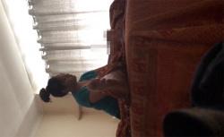 【タイマッサージ盗撮動画】お団子頭の肉感的な女性による手コキの画像