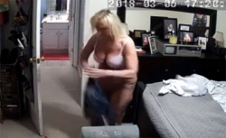 【民家盗撮動画】IPカメラのパスを切り忘れ全世界に裸体を公開する熟女の画像