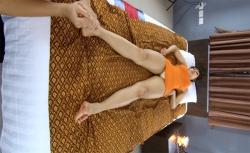 【マッサージ動画】タイマッサージを受ける女性の画像