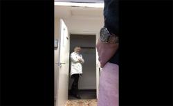 【チンコ露出動画】和やかに会話しつつ女性に射精を見せ付ける様子を隠し撮りの画像
