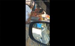 【インド盗撮動画】おっぱいの位置を直す女性の画像