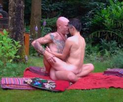 【タントラマッサージ動画】これはもうセックスと言っても過言では無い!愛撫を交えつつ相互マッサージする全裸の男女の画像