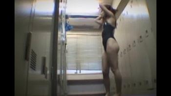 スイミングクラブ更衣室盗撮、ギャルが競泳水着姿に~全裸で身体を拭く様子もの画像