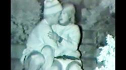 深夜の公園で赤外線盗撮されたカップル、熱いキスに乳揉みしフェラする様子もの画像