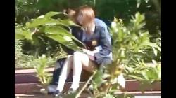 公園でイチャつく制服の不良カップル、ブラ外しパンティ脱がせ咥えさせの画像