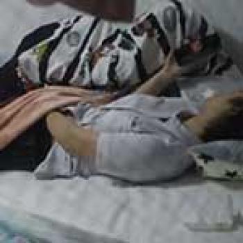 部屋に居る妹をこっそりベランダから盗撮すると、スマホでエロ動画見ながらオナってたわwwの画像
