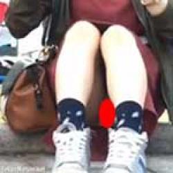 とある学園祭で清楚系の女の子がパンチラしてたのですかさず盗撮したったwwの画像