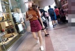 キュートなミニスカお姉さんを粘着ストーキングして前後からパンツ逆さ撮りの画像