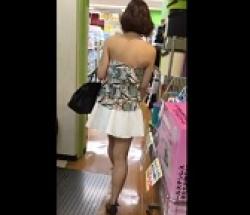露出大のミニスカお姉さんをストーキングしてパンツ盗撮しまくるの画像