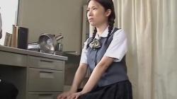 【産婦人科レイプ盗撮】「はぁはぁはぁ」変態先生の好き勝手におっぱいを触れて手マンで辱められる様子を隠し撮りした映像 No.18の画像