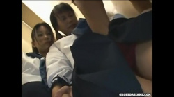 【輪姦痴漢】学校帰りの激カワ高校生にバスで痴漢!おやじにパンツの中に突っ込まれ感じまくり!の画像