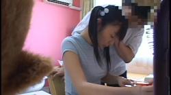セーラー服JCが変態家庭教師のチンポを舐めさせられハメられちゃうwwwの画像