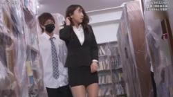 【三上悠亜】肉便器と化し淫行タイトスカート女教師が教室で男子生徒たちに無理矢理犯されてしまうの画像