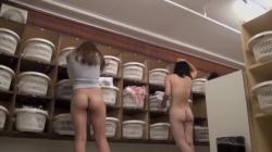 〘個人撮影〙剛毛全裸でピチピチなお肌の素人女子大生が風呂上がりに全裸で身体を拭いているの画像