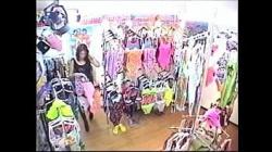ギャル達が水着に着替える水着売り場の試着室、盗撮動画の画像