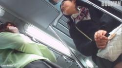 【逆さ撮り盗撮】 BORMAN カメラに気づいた(?)JKちゃんの画像
