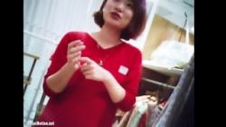 【盗撮 逆さ撮り】 Mr.研修生 48 試着室お着替え 店員さん 赤ワンピの画像