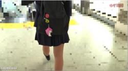 【盗撮】ゆず故障 yuzu033【電車痴漢】顔出し制服JK★クラスで一番人気風のお高めお嬢様★今回は喘ぎ声とマン汁音がヤバい★ツンデレ美少女の太腿を潮が垂れ落ちの画像