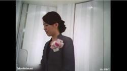 【盗撮 逆さ撮り】 Mr.研修生 77 化粧系-制服店員さん 薄ピンクドットの画像