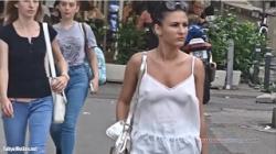 【盗撮】外人スゲエ!ノーブラで歩く巨乳お姉さん達の画像