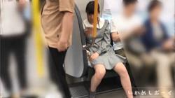【逆さ撮り盗撮】いかめしボーイ いかめし第一話 JK私服!めっかわ女子の水玉Pとハミ○を鮮明撮り!の画像