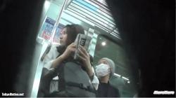 【逆さ撮り盗撮】mofumofu JK追い撮り 純白おパンチュ盗ったの画像