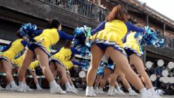 【みかん作品】cheer17 黄色ユニと青アンスコを後ろのローアングルから①【チアガール盗撮】の画像