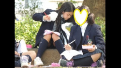 【YUKI作品】制服姿の可愛いコを発見!!(FHD)大変です!!パンツが見えてますよ21【JKパンチラ盗撮】の画像