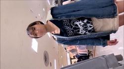 【胸チラ盗撮】【Goldmark】【店員乳首マンチラ】大当たりー!!!綺麗な乳首だけでなく透け透けパンティから股間がチラチラしちゃう可愛いアルバイト店員さん!!!の画像
