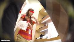 【パンチラ盗撮】【逆さHERO】店員撮り10!真面目に働く茶髪のミニスカ店員さん!の画像