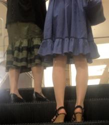 【街撮】ミニのワンピースでナチュストのスリムな美脚!の画像
