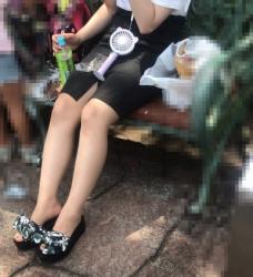 【街撮】フロントスリットから魅せつけるナチュストの美桃!の画像