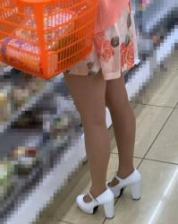 【街撮】ミニワンピから魅せつけるナチュストの美脚!の画像