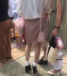 【街撮】ミニスカでナチュストの美脚を魅せつけるギャル!の画像