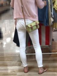 【街撮】ストレッチパンツにパンティラインを魅せつけるブリケツ?の画像