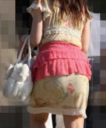 【透け】街中でパンティ透けて魅せつける綺麗なスカートの女性たち!の画像