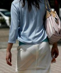 【拾い透け】街中のミニスカートでパンティ透けを魅せつける女性たち!の画像