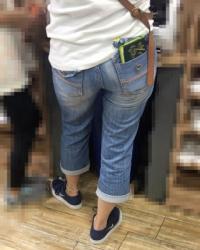 【街撮】ピチピタジーンズに包まれるブリケツ美尻を魅せつける!の画像