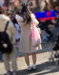 【街撮】膝丈フレアのナチュストの美脚を魅せつけるギャルちゃん!の画像