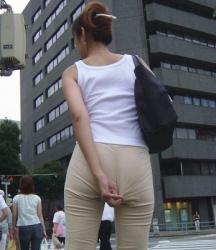【拾い透け】パンティが透けたお尻を魅せつける女性たち!Vol.8の画像