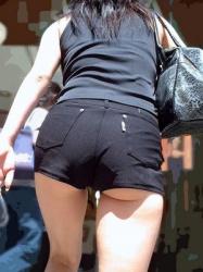 【拾い尻たぶ】食い込み過ぎて尻たぶを魅せつける女性たちVol.4の画像
