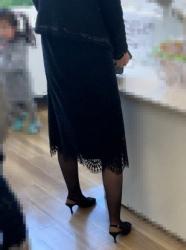 【街撮】喪服のミニワンピにスリムな黒ストで美脚のお姉さん?の画像