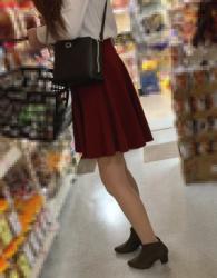 【街撮】フレアのミニスカにナチュストの美脚を魅せつけるギャルさん!の画像