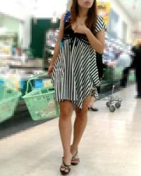 【街撮】ショートパンツでナマ脚を魅せつけるピンヒールのお姉さん?の画像
